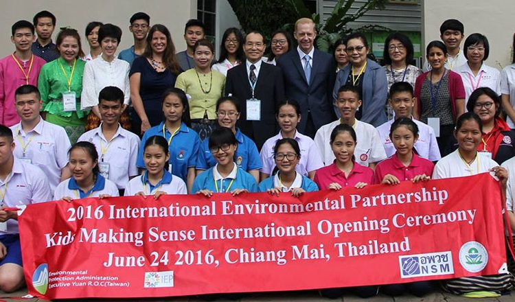 """Kids Making Sense"" workshop at the Doi Suthep Nature Study Center on June 24, 2016"